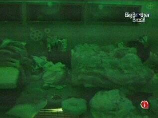 Confinados dormem na casa do BBB. Mas, de vez em quando, o Castigo do Monstro tira o sono dos brothers