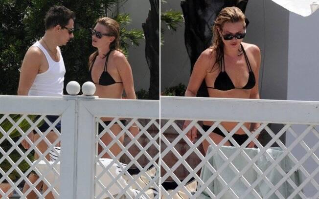 Kate Moss e Jamie Hince curtem o sol carioca