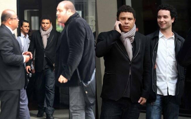 Ronaldo e Marco Luque deixando o restaurante Ecco, em São Paulo