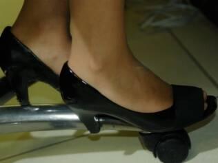 Vaidosa: chefe de polícia do Rio calça 34 e não abre mão de salto alto