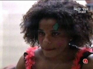 Janaína tenta controlar sua fobia durante festa no Big Brother Brasil