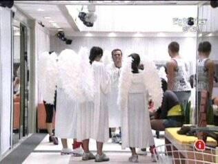 Brothers se vestem como anjinhos para a Prova do Anjo
