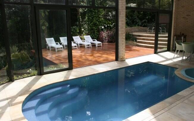 Conhe a alguns projetos de piscinas internas arquitetura for Piscinas dentro de casa