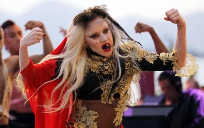 A cantora Lady Gaga durante performance gravada para a TV francesa