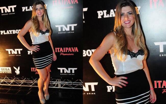 Íris Stefanelli de minissaia e blusa estilo lingerie para lançamento da revista