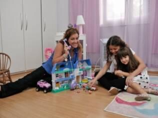 Heliana brinca com Brunna e Lívia: