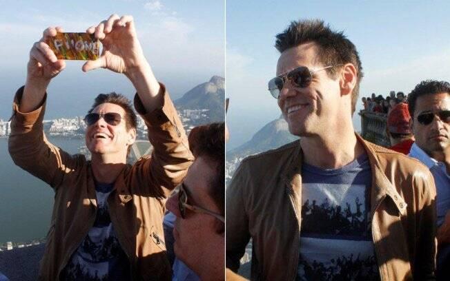 Jim Carrey visita o Cristo redentor, no Rio