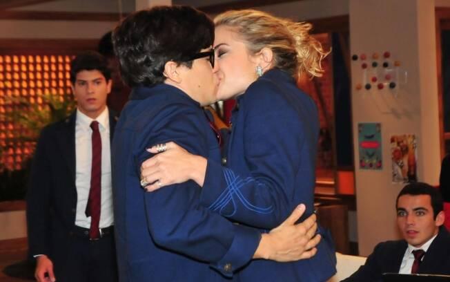 Rebelde: Roberta beija Téo