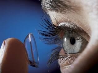 Falta de higiene e cuidado com uso de lentes de contato pode provocar doenças oculares