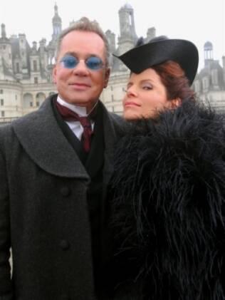 Produção caprichou no look de Nicolau (Luiz Fernando Guimarães) e Úrsula (Débora Bloch)