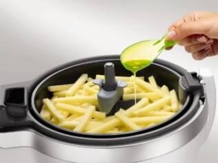 Panela utiliza menos óleo na preparação de alimentos como batatas-fritas