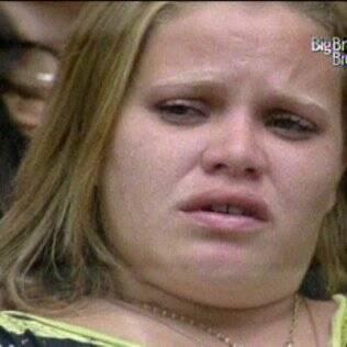 Paulinha chora durante sessão de cinema na Casa Principal