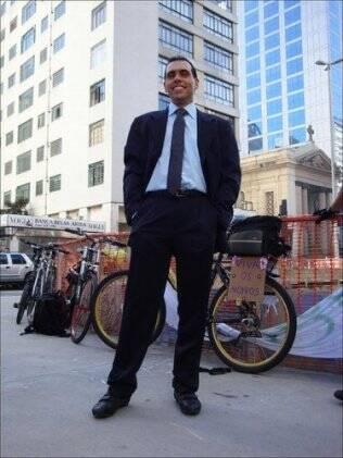 William Cruz adotou a bicicleta porque reconheceu que se transformava ao volante