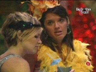Talula e Diana conversam na Festa Carnaval