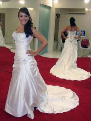 Mariana fotografou todas as provas do vestido, feito em acordo de primeiro aluguel