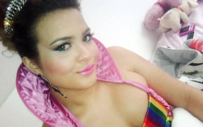Geisy Arruda pronta para a Parada LGBT