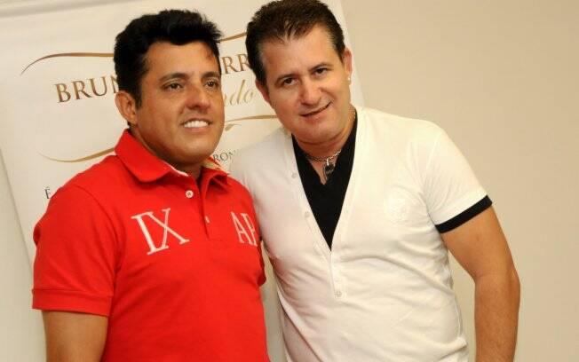 Bruno e Marrone nos bastidores de um show