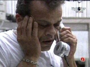 Daniel atende ao Big Fone e manda Maurício direto para o Paredão