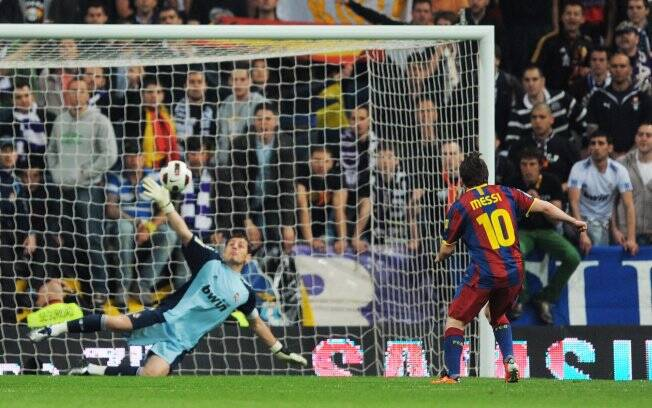 Real Madrid e Barcelona empatam com gols de pênalti de seus astros ... 90462cae8641b