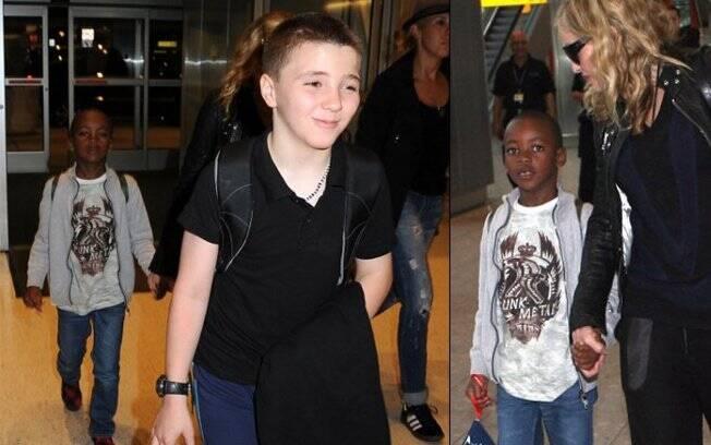 A popstar viaja com seus meninos: Rocco e David