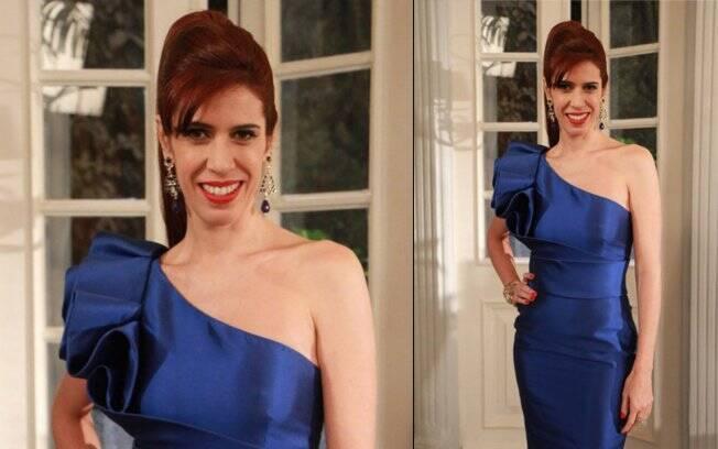 O vestido azul Arthur Caliman da Bibi Castelani (Maria Clara Gueiros).