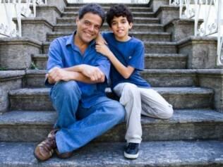 Gabriel, 12 anos, com o pai: momento de andar sozinho ainda não chegou