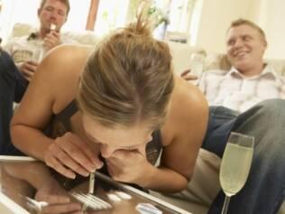 Especialistas falam que cocaína afeta a área responsável pelo prazer no cérebro