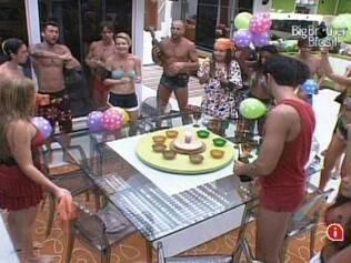 Paulinha ganha festa de aniversário