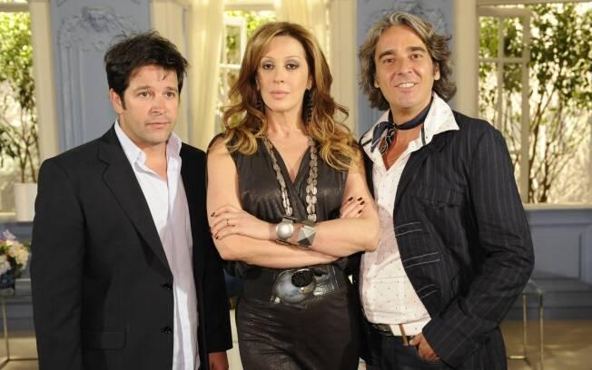 Claudia Raia ao lado de Murilo Benício e Alexandre Borges na divertida