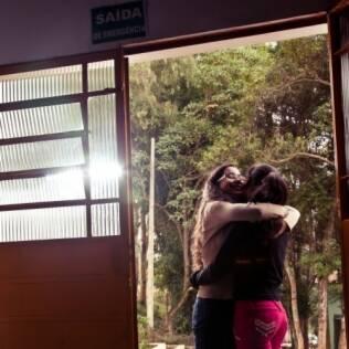 Dayara e a irmã deixam o abrigo em São Paulo