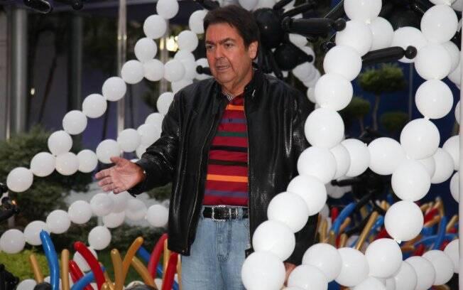Fausto Silva chega ao aniversário de seu caçula