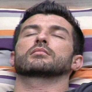 Cristiano dorme no sofá