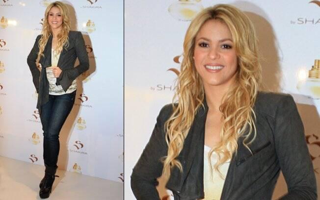Simpática, a cantora colombiana posou para fotos