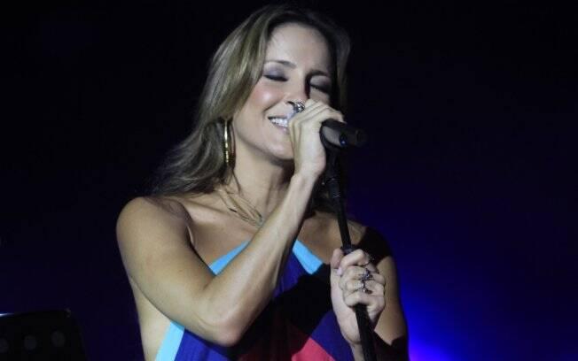 Claudia Leitte canta Chico Buarque, Gilberto Gil e Luis Miguel