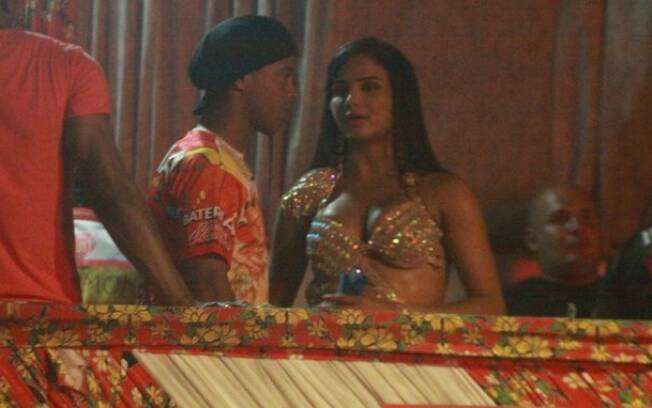 Ronaldinho Gaúcho e Shayene Cesário, musa da Estácio