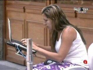 Natália é a primeira a utilizar o notebook