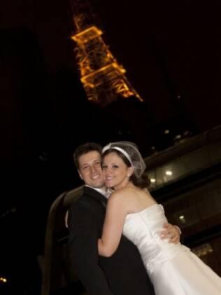 Em conversa com a fotógrafa, casal decidiu usar a Avenida Paulista como cenário. O local da festa era perto e a sugestão veio da profissional contratada