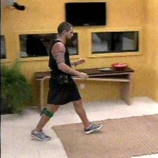 Primeiro brother a desistir da Prova do Líder, Diogo saiu correndo para ir ao banheiro