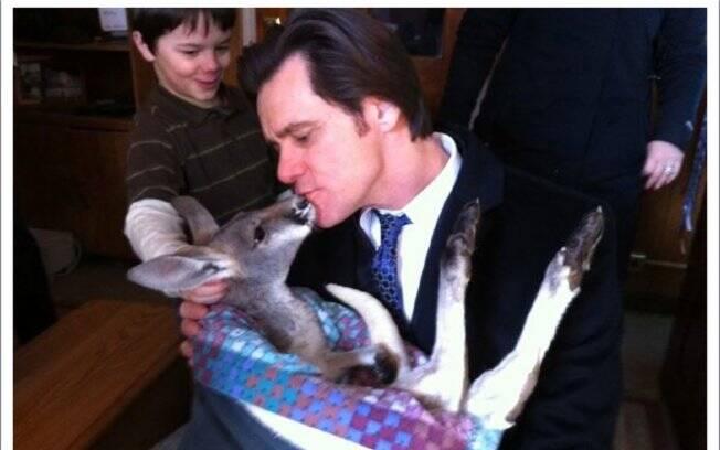 O ator se apaixonou pelo canguru e registrou o momento via Twitter