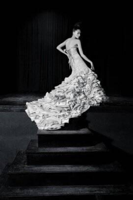 035bd84fd De Neste vestido de Martha Medeiros, a saia é volumosa e em camadas.