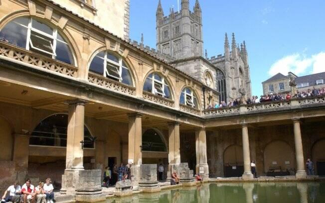 Reserve um tempo para conhecer as termas de Bath