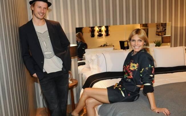 Rodrigo Hilbert e Fernanda Lima visitam evento sobre decoração