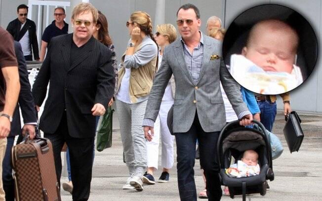 Elton John chega em Veneza com sua família