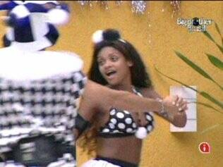 Jaque e Dani criam coreografia para Marchinha de Carnaval
