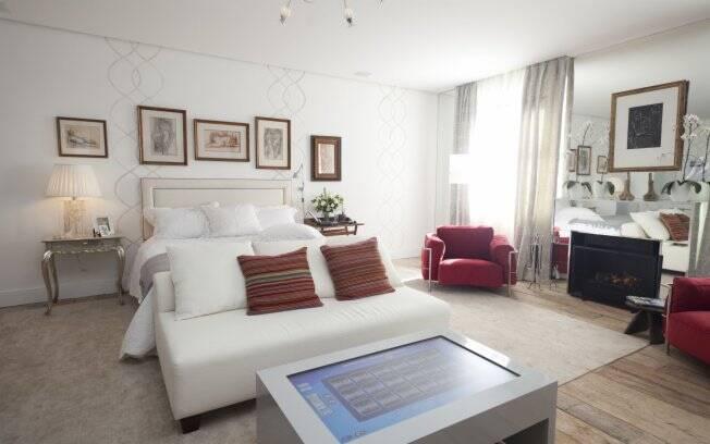 A designer de interiores Rosa May Sampaio tansformou a mesa de trabalho em um iPad gigante