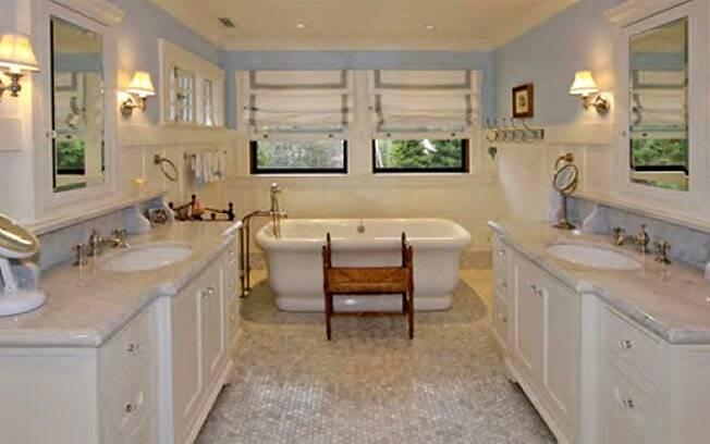 O banheiro da nova casa de Mark Zuckerberg tem piso climatizado e banheira de mármore