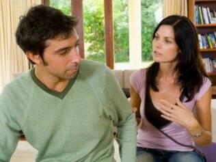 Além de contrariados, homens podem estar pouco atentos enquanto discutem a relação com mulheres