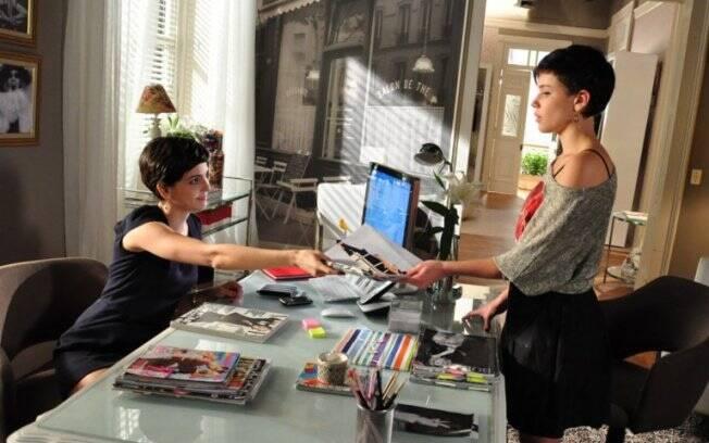 Paula contrata Leila como sua assistente
