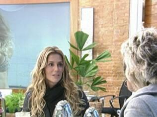 Deborah Secco toma café da manhã com Ana Maria Braga