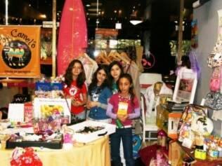 Para arrecadar dinheiro para ir à Disney, meninas organizaram um brechó